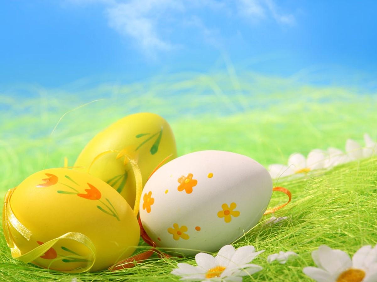 两只可爱的彩色鸡蛋PPT背景图片