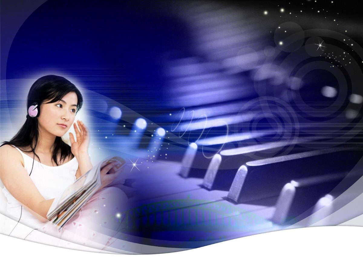 钢琴和女学生背景的音乐教学PPT课件模板